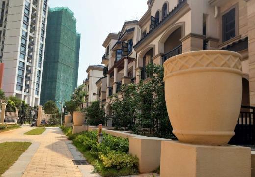 柳东龙象城外墙GRC水泥构件工程实拍