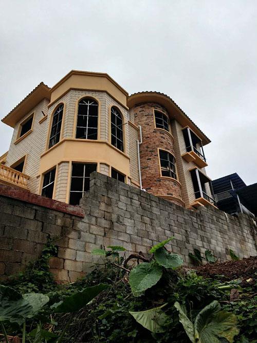 柳州柳东洛埠私人别墅外墙grc线条构件施工案例