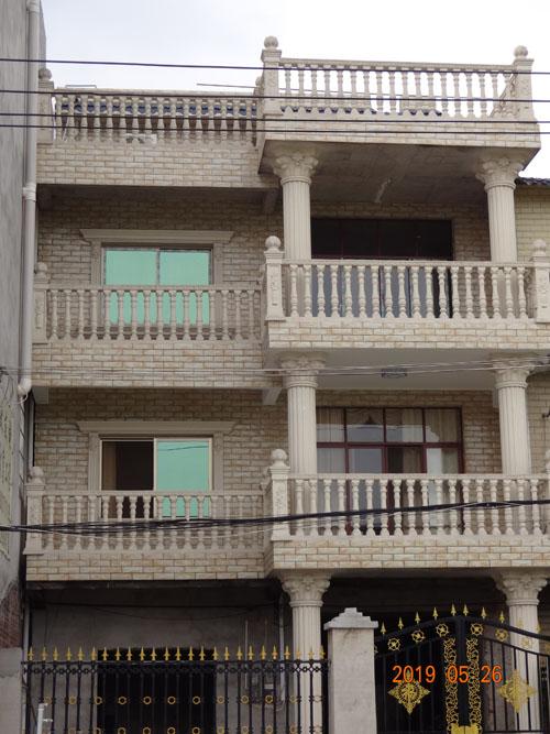 柳州南环路门头村私人别墅外墙grc线条施工